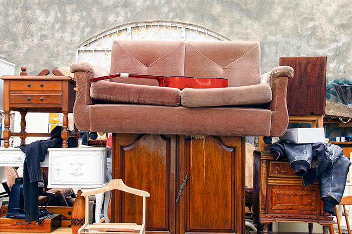 куда деть старый диван